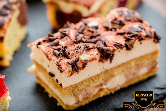 Elige tu sabor favorito con una tarta de 12 raciones en Pastelería El Talo Los Herrán ¡En tu mesa solo los mejores productos en tu mesa!