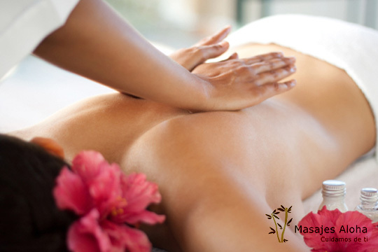 Relájate y desconecta del día a día en el centro Aloha con un masaje relajante con aceites esenciales o Lomi-Lomi