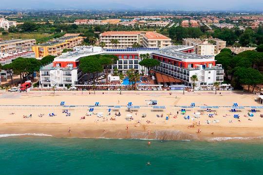 El puente de mayo desconecta en la playa de Cambrils con la estancia en media pensión en el hotel Estival Centurion Playa 4* ¡3 noches!