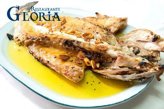 Degusta los exquisitos sabores del mar en el restaurante Gloria con un menú con entrantes, plato principal de carne o pesacado, postre y bebida