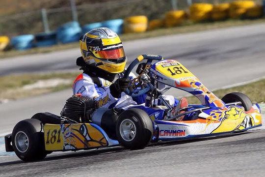 Se lo pasarán en grande al volante con una carrera o curso de pilotaje en el Karting Indoor Vitoria ¡Un regalo original para estas navidades!