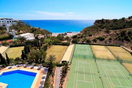 Disfruta de las playas de la costa de Alicante en julio o agosto ¡7 noches en media pensión en el hotel Bluesense Villajoyosa Resort!