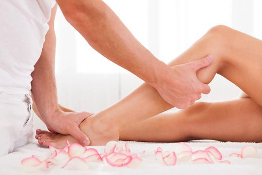 Relájate y alivia el estrés con un Masaje circulatorio para piernas cansadas y/o reflexología podal
