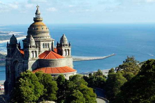 Descubre la costa norte de Portugal con una estancia de 4 noches con desayunos en un bungalow de Aparthotel Neptuno