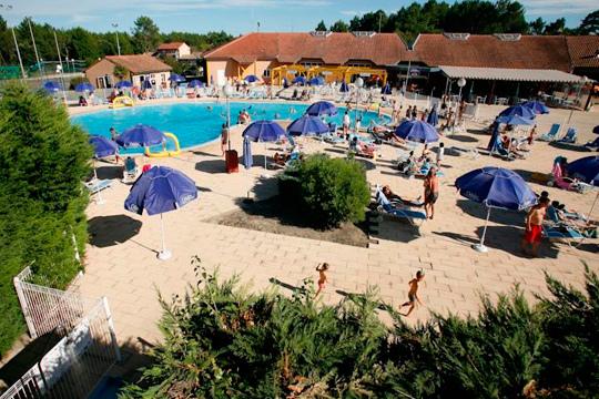 Escápate a Las Landas en el puente de mayo y disfruta de 4 noches en un apartamento de Les Villas Du Lac Villa de Port d'Albret