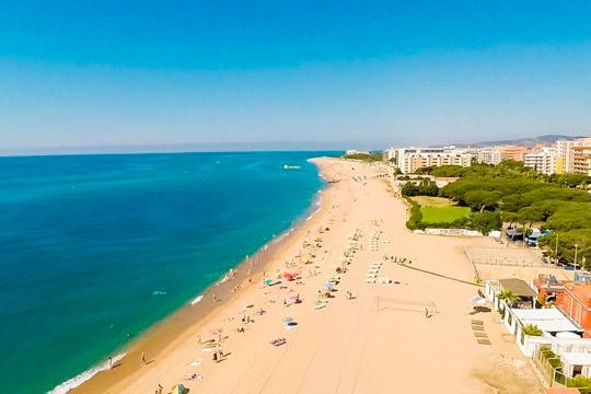Pasa unas vacaciones al sol del Mediterráneo con 7 noches en pensión completa en el hotel Chekin Pineda ¡Con un niño gratis!