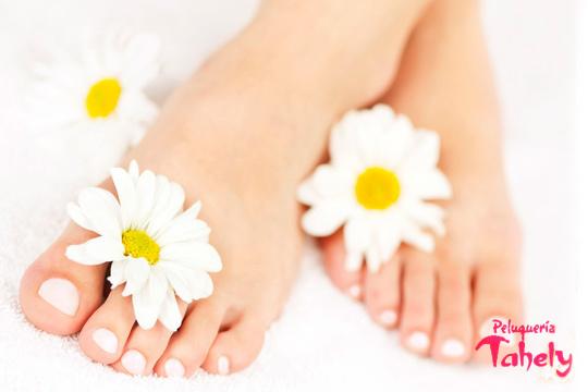 Pedicura completa con masaje + peeling + esmalte normal o permanente y decorado en Tahely ¡Colorido y diversión en tus uñas!