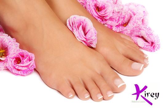 Luce unas uñas y pies perfectos con una completa pedicura de larga duración con efecto gel con esmalte de Essie