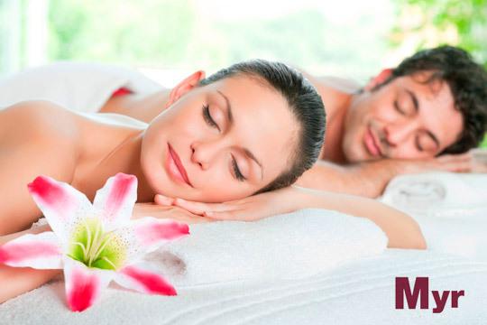 Disfruta de un relajante masaje en pareja con aceites esenciales + bombones ¡Para dos!