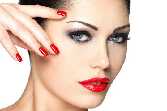 Date un capricho con una manicura express + diseño de cejas ¡Con opción a tratamiento facial con mascarilla de arcilla, espirulina o depilación de labio superior!