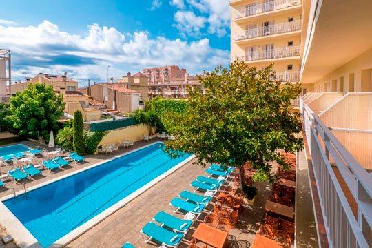 Este verano disfruta de las tranquilas aguas de la Costa del Maresme con 7 noches en un confortable hotel de 3* en régimen de pensión completa ¡Vacaciones junto al mar!