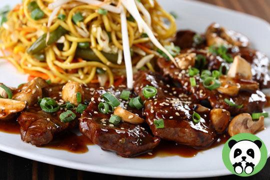 Disfruta de un menú degustación asiático con opción a pato a la Pekinesa en Asiático Panda ¡Especialistas en cocina oriental!
