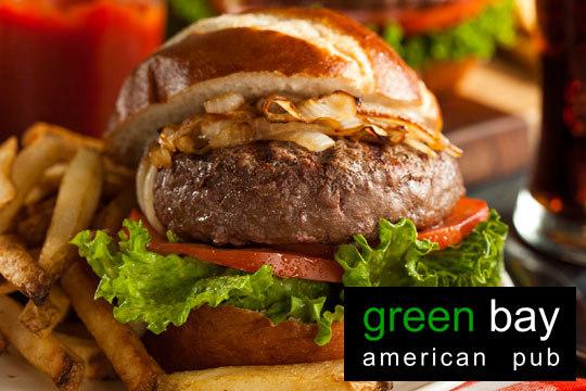 Disfruta de una suculenta hamburguesa artesanal, elaborada a diario con la mejor carne en Green Bay ¡Te chuparás los dedos!