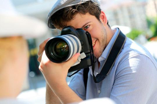 Domina todos los ajustes de tu cámara, la teoría fotográfica, las bases de la composición y el retoque final de tus fotografías con este curso online ¡El arte de la fotografía en tus manos!