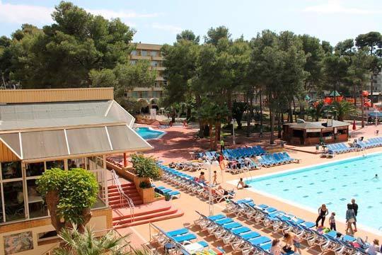 Pasa un verano estupendo en Salou con tu familia con 7 noches en el hotel Jaime I, que cuenta con todas las comodidades para que pases unas vacaciones a lo grande ¡2 adultos + 1 niño!