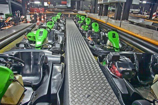 Siéntete como un auténtico piloto con 2 Tandas de Karts para 1 persona de 15 minutos de duración en Karting Indoor Vitoria en el Centro Comercial Lakua