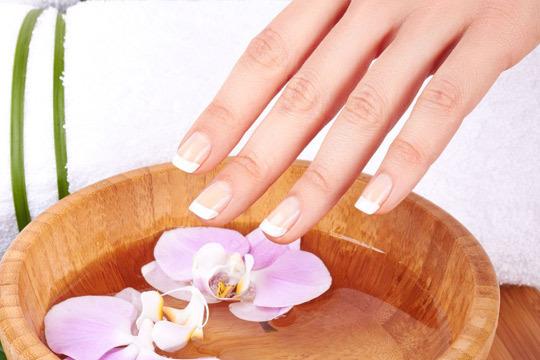Luce uñas perfectas durante más de 2 semanas con 2 sesiones de Manicura con opción a masaje y tratamiento Spa