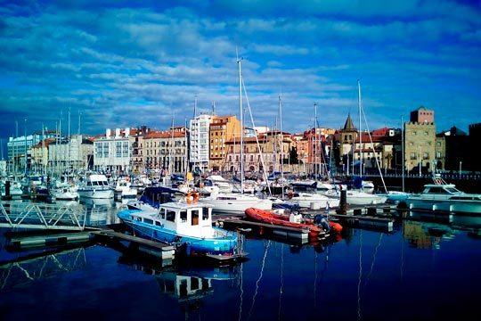 Descubre Gijón en el puente de diciembre ¡alojamiento y desayuno en el hotel Acebos Azabache Gijón!