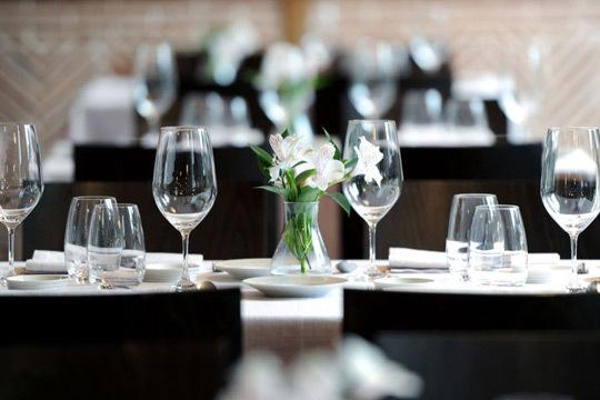 Menú degustación con 5 platos + Postre + Vino Crianza en el prestigioso Asador Aramendi