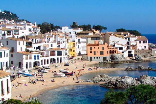 Disfruta de la costa de Barcelona en julio y agosto con una estancia de 7 noches en pensión completa ¡Incluye un niño gratis!