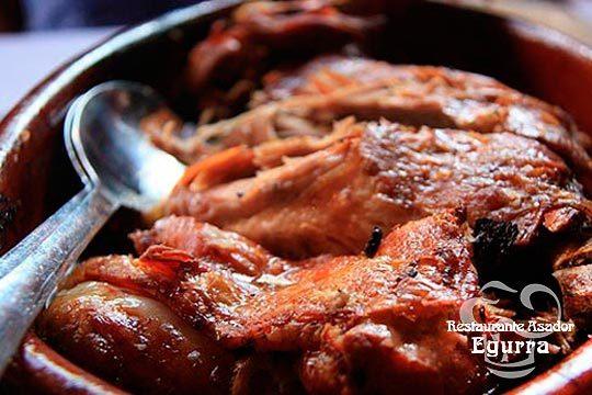 Degusta un exquisito menú degustación en el Asador Egurra con entrantes, pesado,carne, postre y bebida