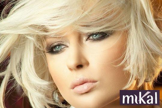 Prepara tu cabello para la llegada del otoño con esta sesión completa de corte, peinado y tratamiento antiencrespamiento de keratina ¡Y añade tinte o mechas!