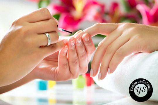 La elegancia reside en os pequeños detalles, este verano luce tus uñas perfectas con este completo tratamiento de manicura