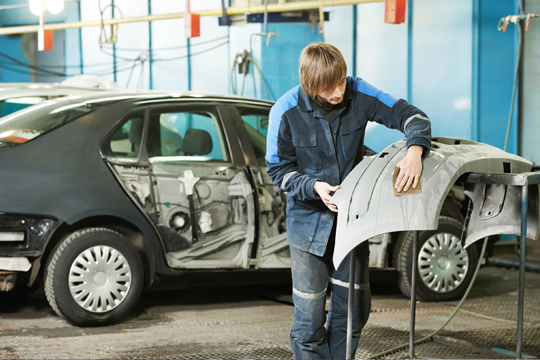 Tu coche lucirá como nuevo con un servicio de reparación y pintura para golpes en coches en Carrocerías Berreteaga