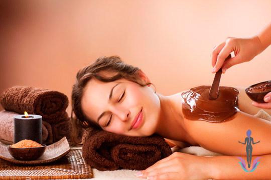Cuida tu piel en el centro Fisiobody con 1 o 3 sesiones de masaje con exfoliación y chocolaterapia