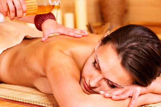 En Sacha 3 Estética conseguirás desconectar y relajarte con los masajes con aceites esenciales ¡40 minutos de relax!