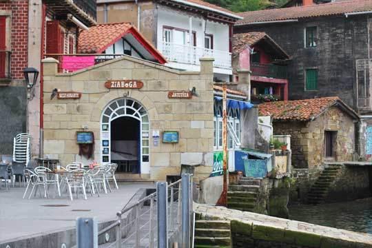 Degusta un exquisito menú en el Restaurante Ziaboga, especialista en pescados y marsicos de la zona