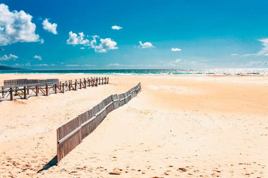 Disfruta de Sanlúcar de Barrameda este agosto con 7 noches con desayunos en el Hotel Los Helechos ¡La playa te espera!
