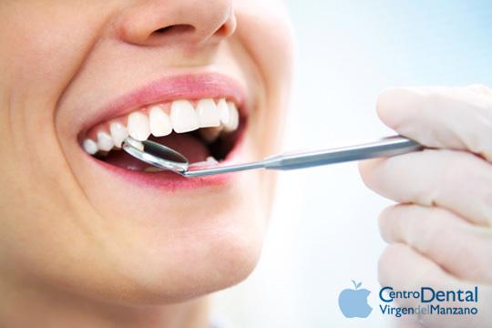 Sonríe sin complejos con un blanqueamiento dental Led + revisión + limpieza en el Centro dental Virgen del Manzano