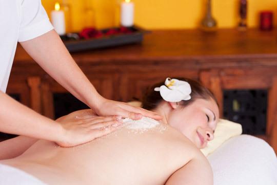 Exfoliación corporal + ducha en Centro de Estética Ixaki ¡Elimina la piel muerta y mejora su aspecto!