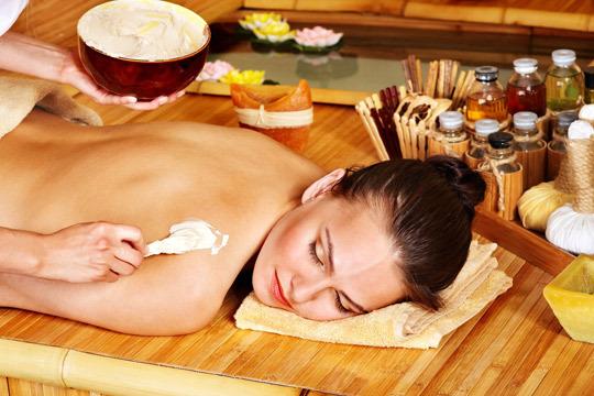 Elimina toxinas y células muertas e hidrata y nutre profundamente la piel con un peeling de trufa y aloe vera + masaje con aceite de jojoba de 20, 30 o 60 minutos ¡Y opción a envoltura de trufa!