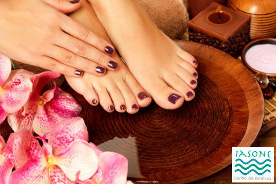 Pinta tus uñas con los colores del verano en el Centro de Estética Iasone ¡Elige el color que quieras y esmaltado normal o semipermanente!