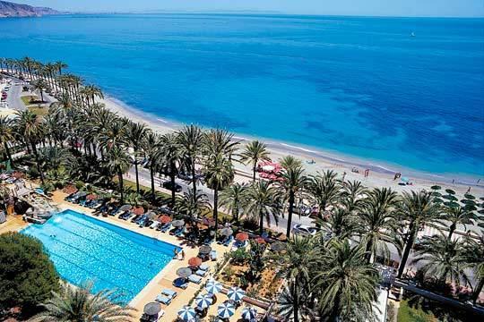 Disfruta de Andalucía en julio con unas merecidas vacaciones de 7 noches en hotel de 4* y régimen de media pensión para 2 adultos y 1 o 2 niños ¡Vacaciones en familia!