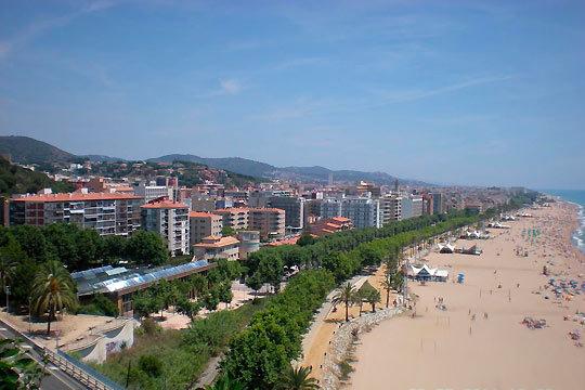El 23 de agosto comienzan tus vacaciones en la playa de Calella ¡Con 7 noches en pensión completa en el hotel Terramar!