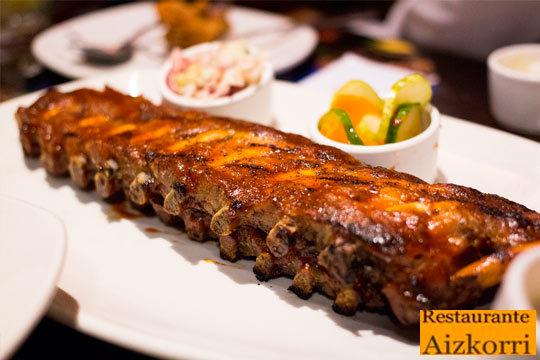 Suculento menú de costillas a la piedra con 2 entrantes + postre + bebida en el Restaurante Aizkorri