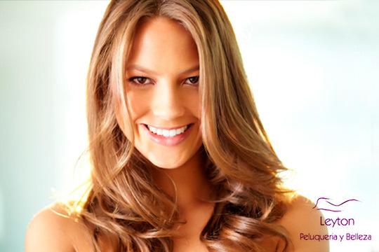Regálate una experiencia aromática combinando un aceite esencial con un masaje exfoliante en el cuero cabelludo que embellecerá el cabello y la mente ¡Con peinado y opción a corte!