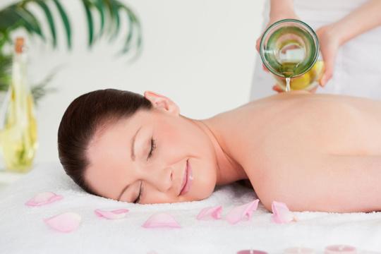 Cuídate con 1 o 3 masajes con aceites esenciales ¡A elegir entre adelgazante, reductor, circulatorio, relajante o reafirmante!