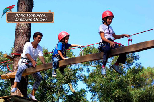 Diversión asegurada en familia en el Parque Acrobático Robinson en Las Landas ¡Con diferentes circuitos para todas las edades!