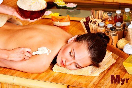Presume de piel de seda con un completo peeling corporal con exfoliación con algas, hidratantes vegetales, vitamina E... y 4 masajes
