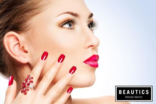 Ponte guapa y luce manos con una sesión de depilación de cejas y manicura completa en Beautics