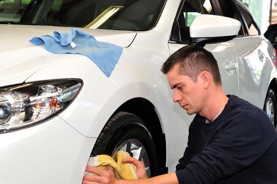 Tu coche lucirá como nuevo con el lavado exterior e interior en Autolavado El Futuro ¡Le puedes añadir limpieza de tapicería!