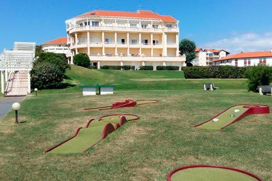 Disfruta de Biarritz en familia o cuadrilla con dos noches en un estudio de la residencia Mer et Golf Eugenie