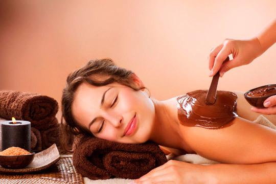 Disfruta de unos momentos de relax al tiempo que cuidas de tu piel con una sesión de chocolaterapia en piernas, glúteos, espalda y brazos ¡Te lo mereces!