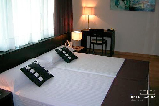 Vive una escapada inolvidable a Navarra con una noche con desayuno y cena en el hotel Plazaola de Irurtzun + visita a quesería + circuito Spa de 1 hora de duración
