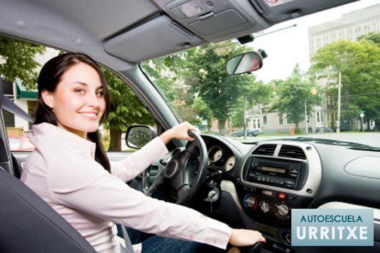 Sácate ya el carné de conducir en la autoescuela Urritxe ¡Con un curso con clases teóricas y 5 clases prácticas!