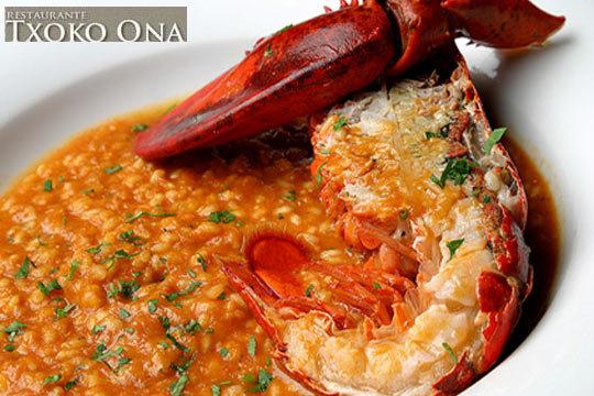 Menú de arroz con bogavante, entrante a compartir y botella de crianza en el restaurante Txoko Ona de Derio